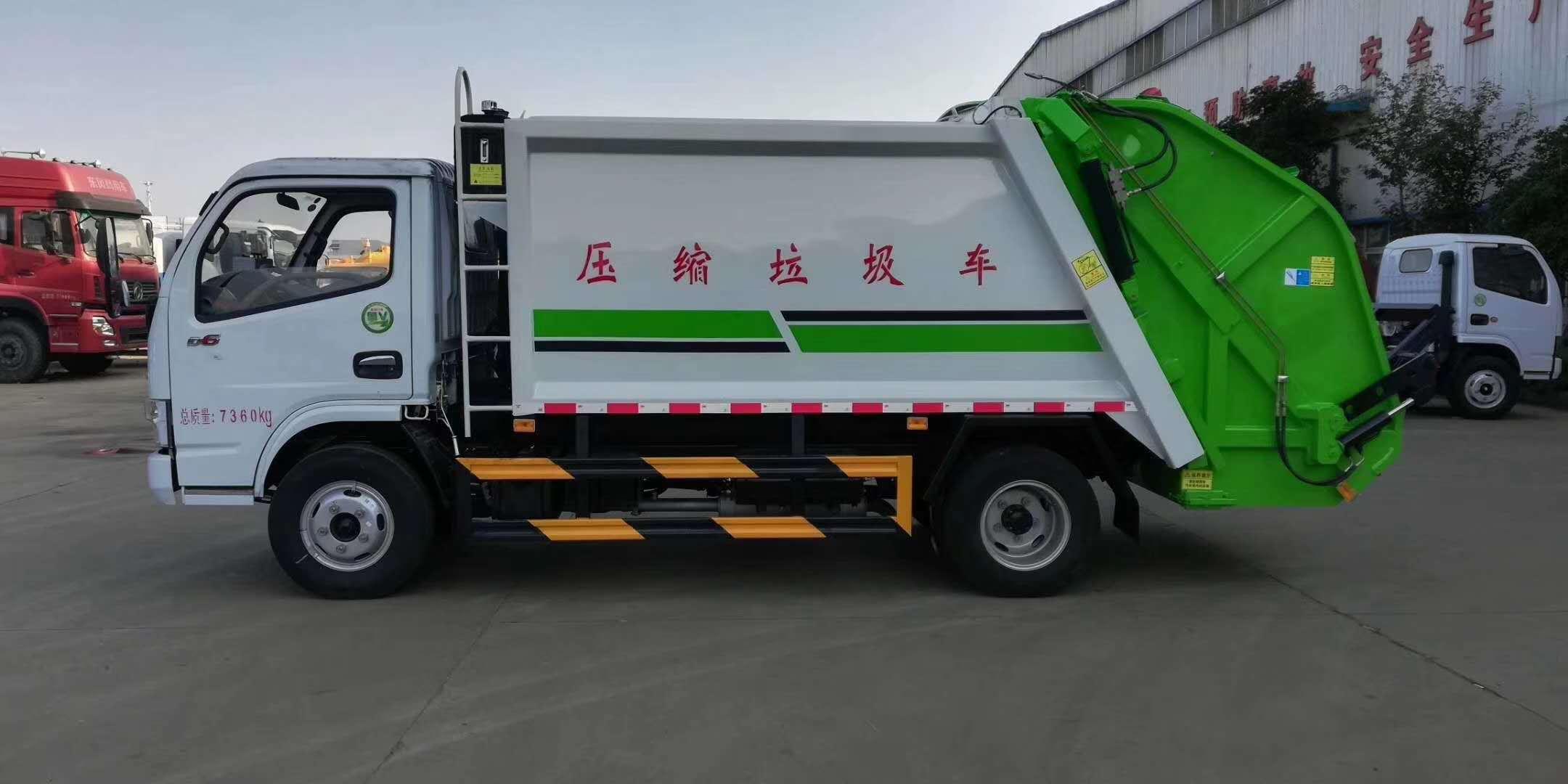 壓縮式垃圾車由密封式垃圾廂、液壓系統、操作系統組成。整車為全密封型,自行壓縮、自行傾倒、壓縮過程中的污水全部進入污水廂,