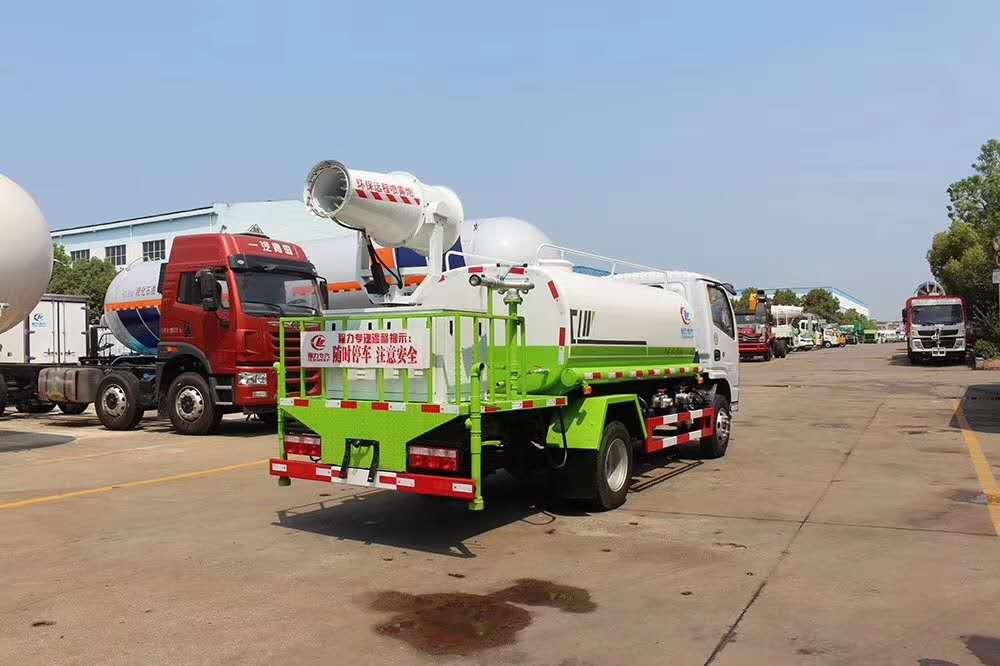国六东风福瑞卡绿化喷洒车图片