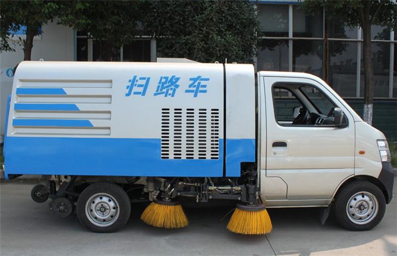 长安小型扫路车工作视频 汽油扫路车厂家视频