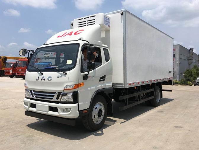 江淮骏铃6.2米冷藏车最新款冷藏车图片