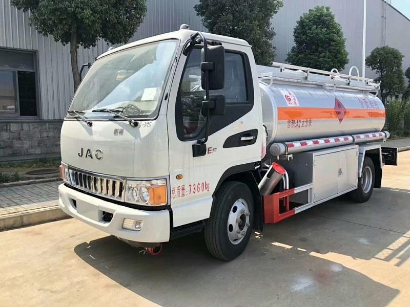 江淮5吨油罐车 安全已达标 流动加油车 低价促销 包上户视频