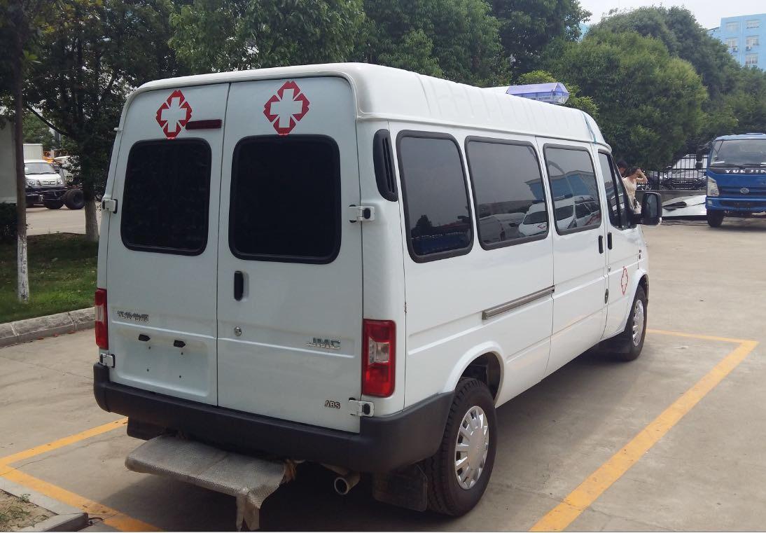 江铃特顺长轴救护车图片