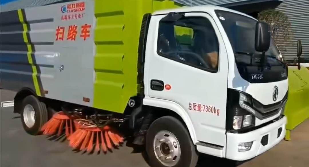 国六小多利卡扫路车发车了 整车型号:CLW5070TSLE6,朝柴130马力,环保、免征都已下达。视频