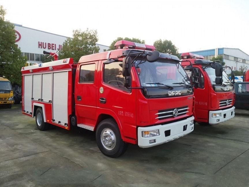 东风多利卡消防车价格 国6消防洒水车报价图片