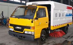 江铃3吨小型扫路车