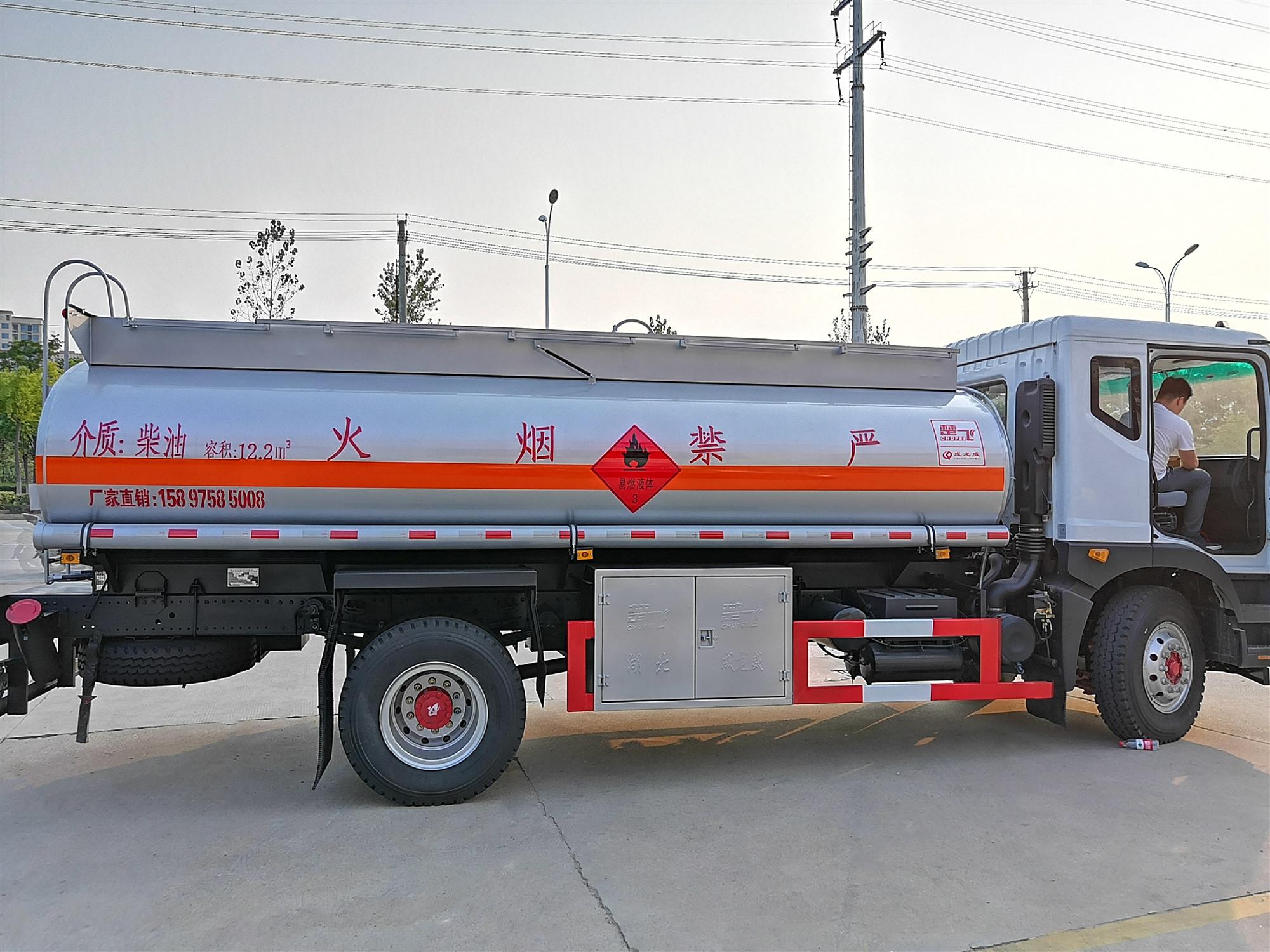 10吨东风D9运油车图片