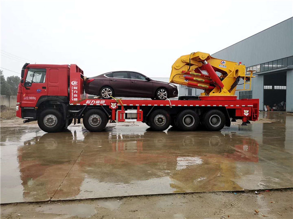重汽豪沃25-60吨汽车起重机(折臂吊)图片