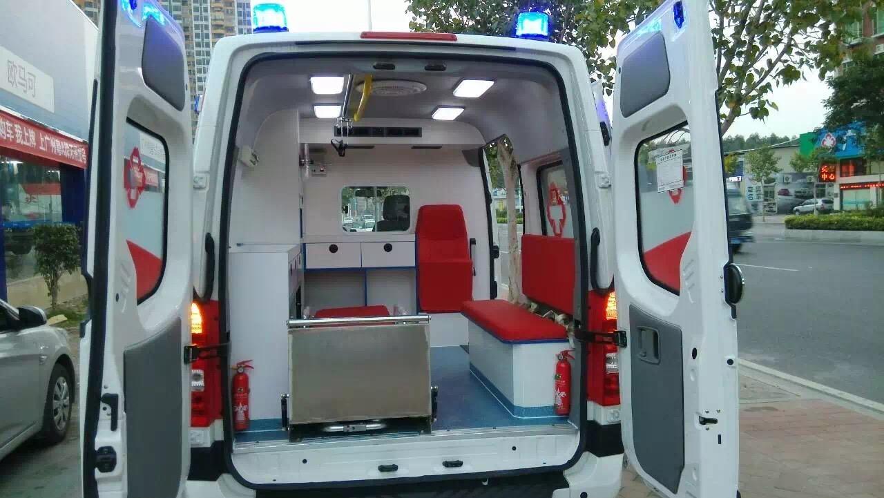 福田图雅诺长轴救护车 (4)