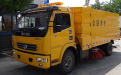 东风5吨中型扫路车图片