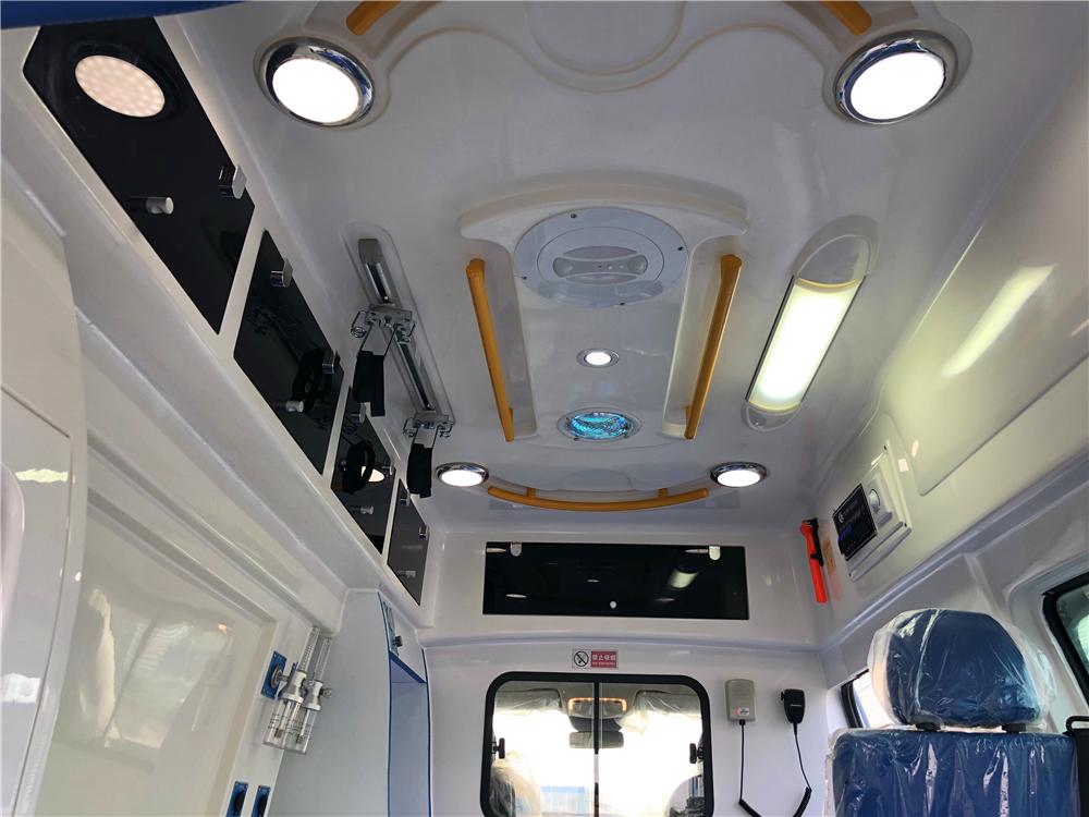奔驰国六救护车舱内装饰15271321777