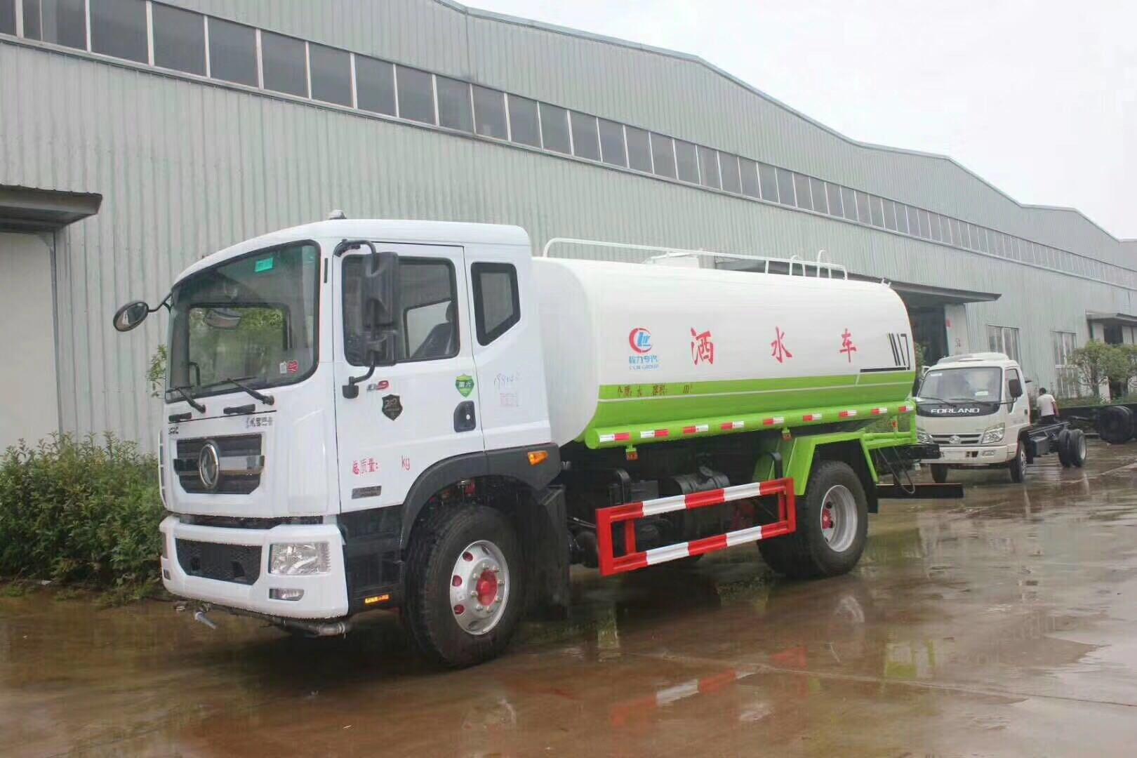 国六12吨洒水车康明斯210马力,适合工地和矿上使用。图片