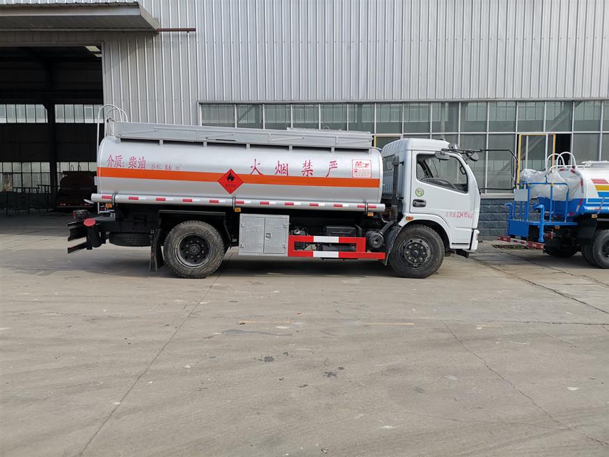 多利卡運油車(8噸汽柴油)加油車油罐車圖片