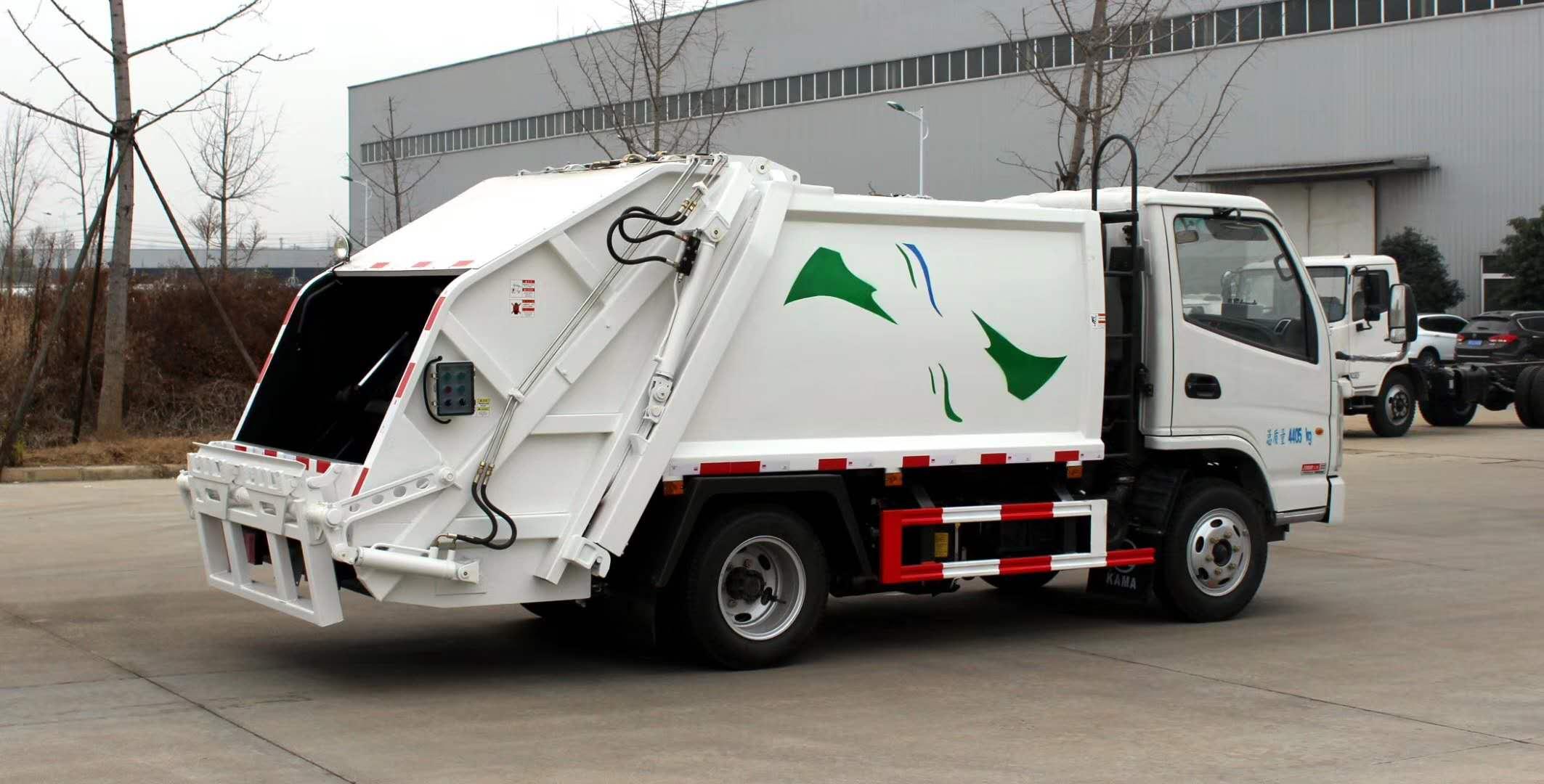 蓝牌4方挂桶压缩垃圾运输车保洁公司长期供应图片