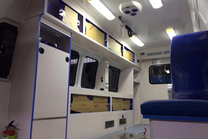 福田G9救护车 (3)