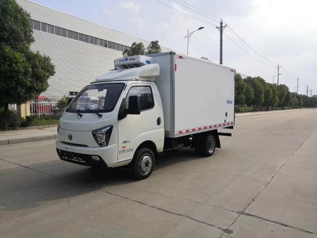 国六飞碟3米2小型冷藏车