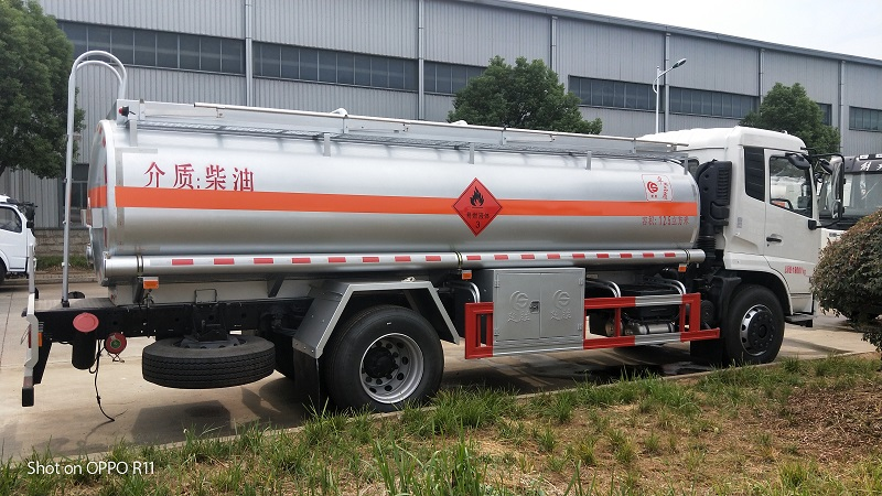 東風天錦柴油介質12.5方加油車多少錢