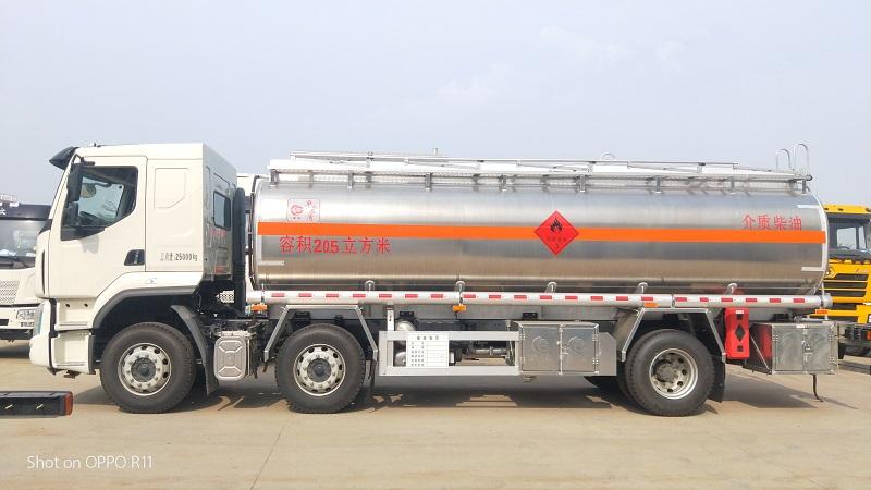 東風柳汽乘龍小三軸國五240馬力鋁合金16噸運油車