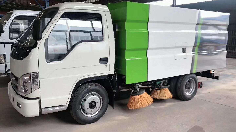 福田2.6軸距掃路車生產線試作業,怎么可以掃成這樣。。