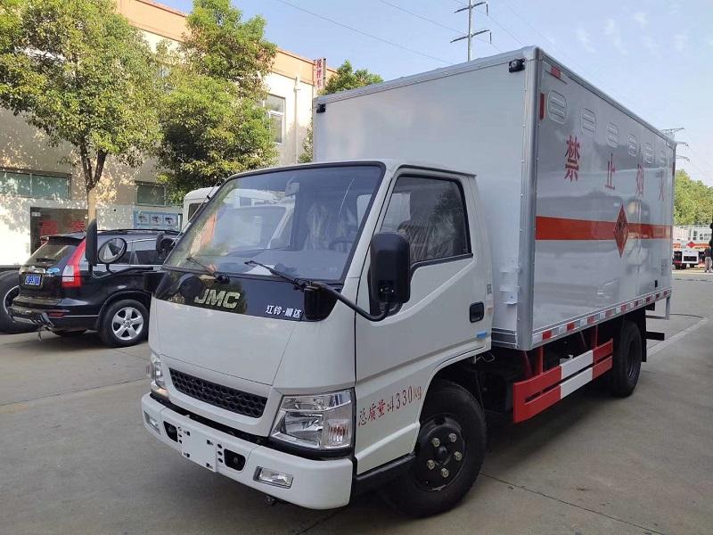 江鈴4.2米JHW5040XRYJX型易燃液體廂式運輸車公告
