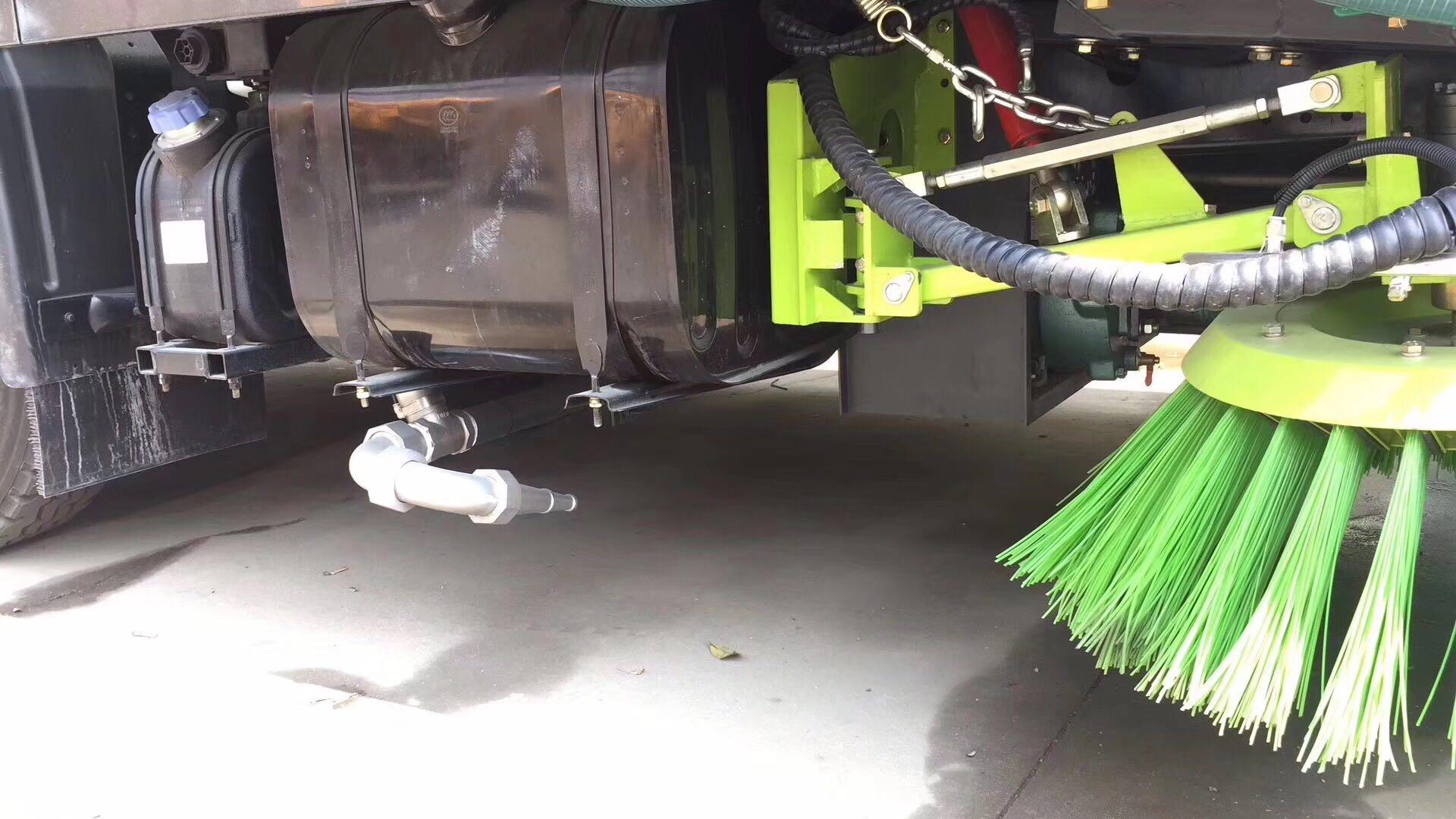 國五大多利卡洗掃車試車