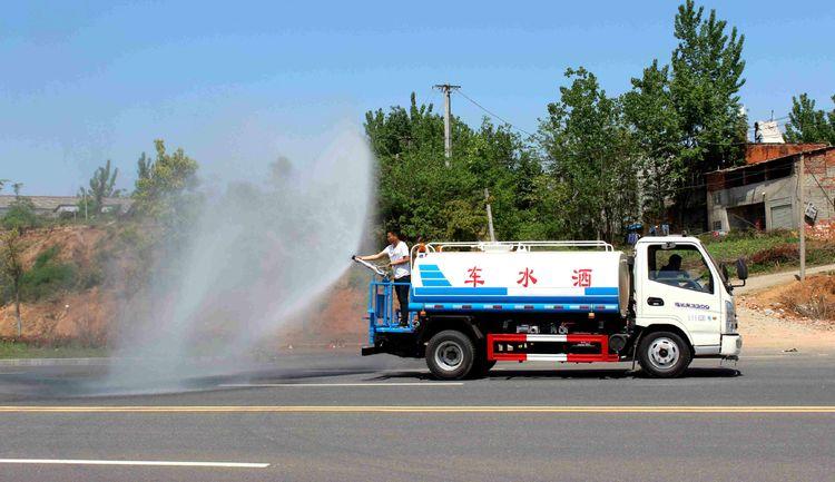 國五凱馬5噸藍牌灑水車圖片