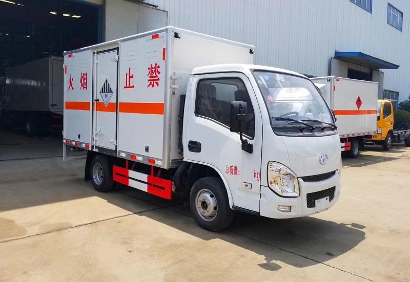 躍進3.3米廂長危險品易燃液體廂式運輸車廠家報價視頻