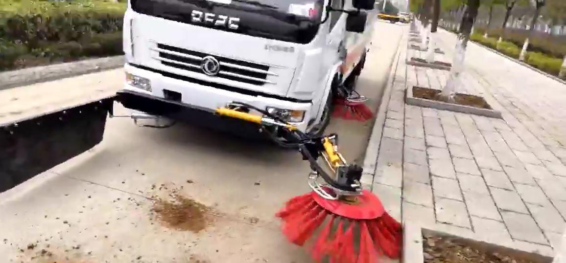 东风天锦洗扫车加装伸缩扫刷作业效果视频