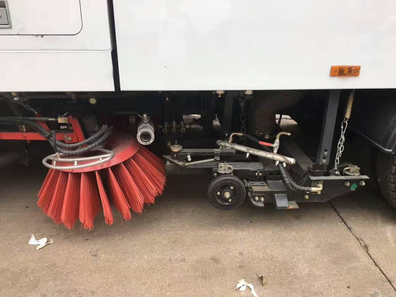 洗扫洒水多功能扫路车作业视频视频
