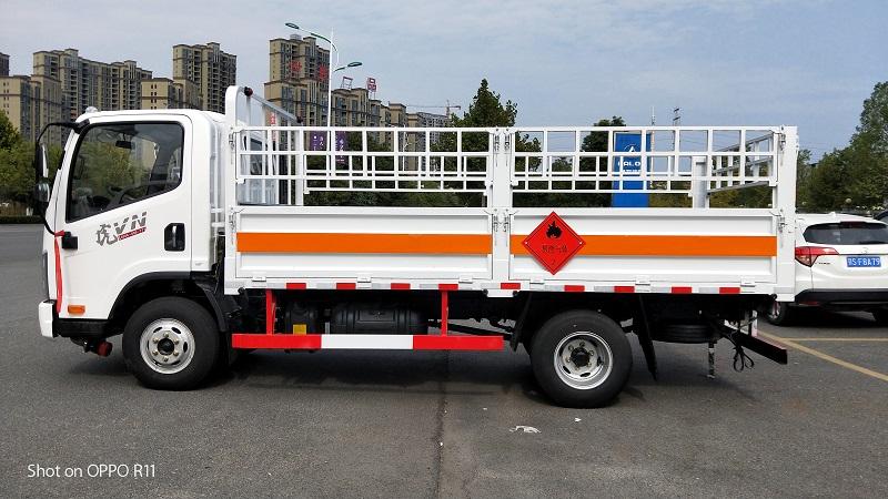 解放虎VN易燃气体4.15米仓栅式运输车130马力厂家视频