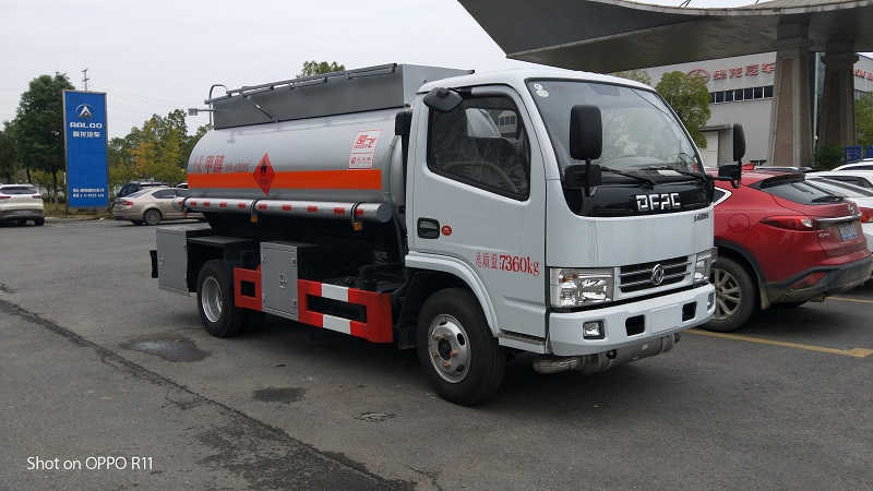 三类危险品甲醇运输车 东风5吨易燃液体罐式运输车视频视频