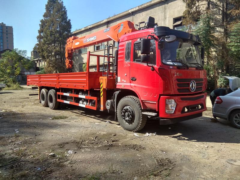 东风后双桥货车安装石煤12吨随车吊多少钱