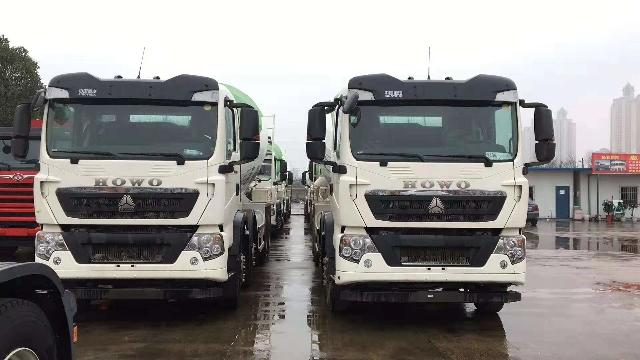 中国重汽T5G轻量化15方搅拌车用户反馈干活现场视频