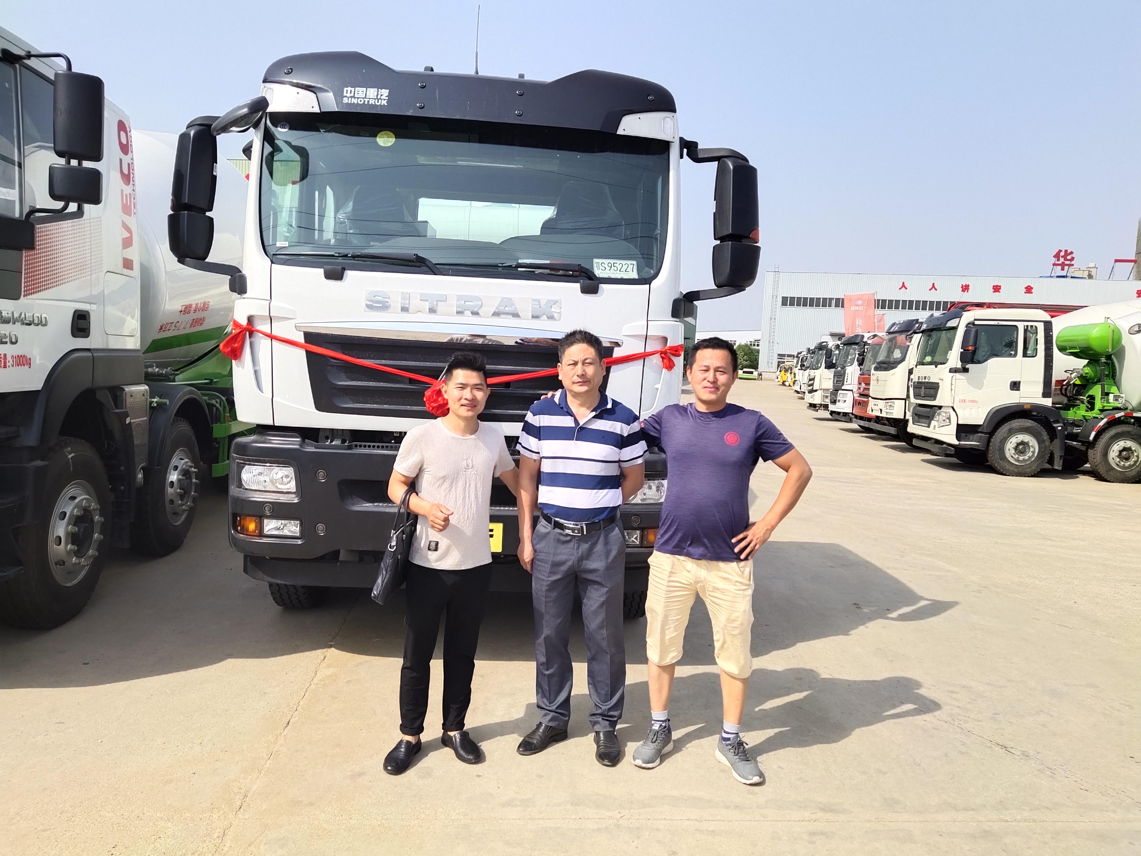 中国重汽汕德卡10方轻量化搅拌车批量订单视频