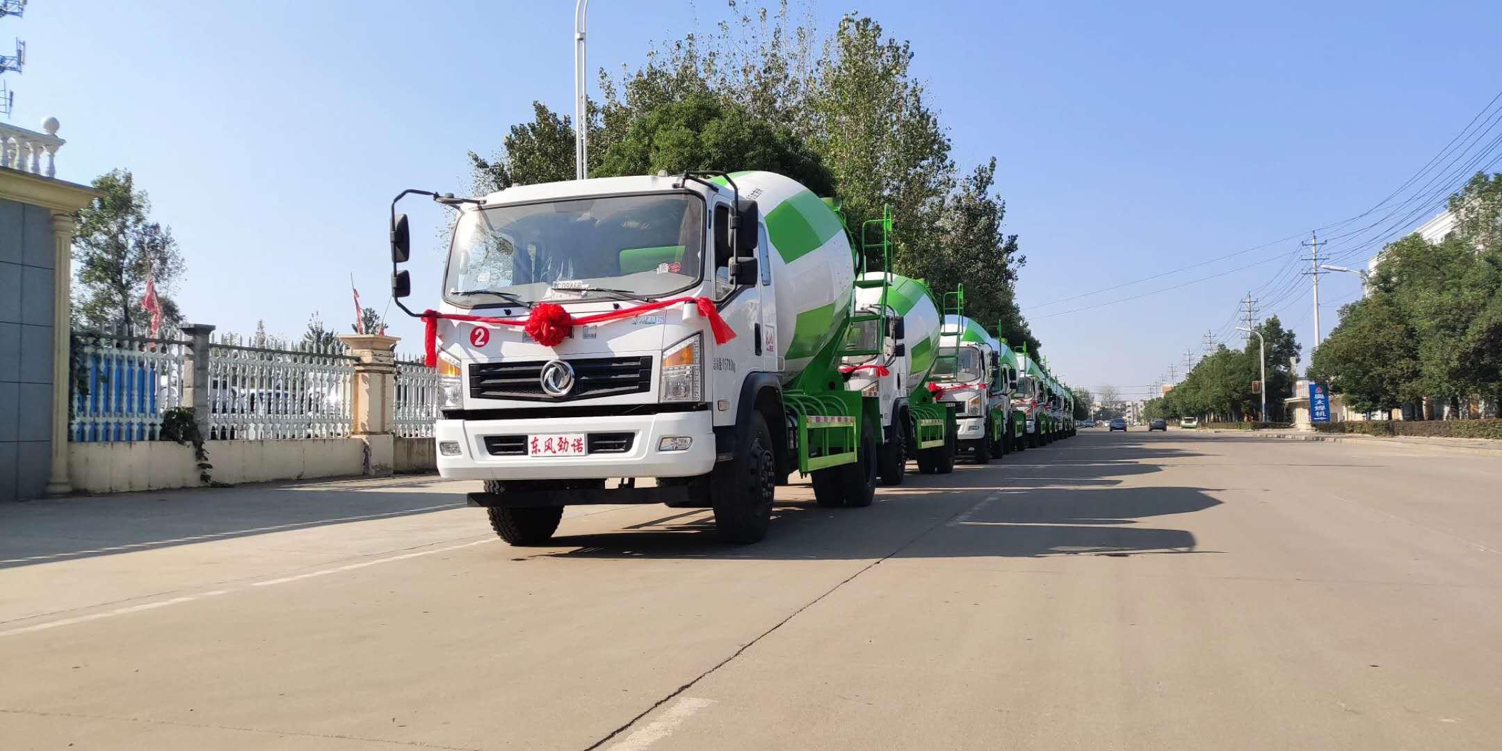 新疆老板订购的10台国五东风劲诺6方搅拌车发车了