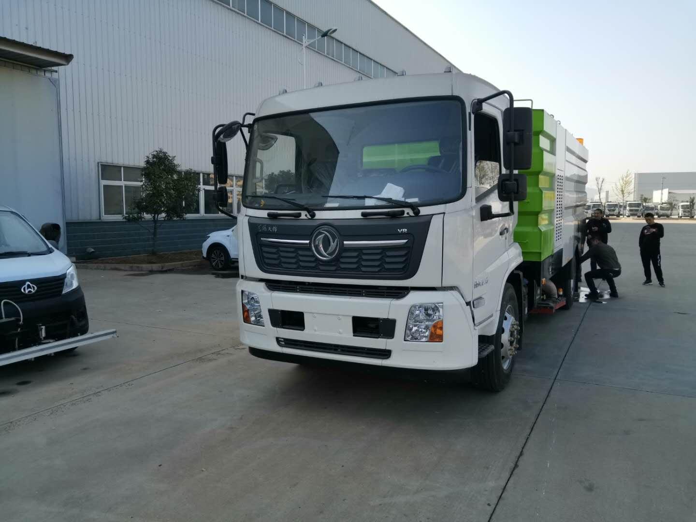 东风天锦国六大型吸尘车成功下线图片