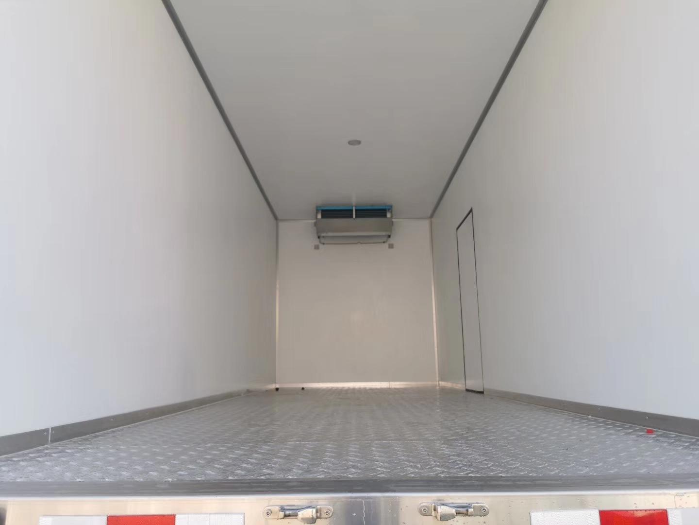 东风D9多利卡6.8米冷藏车