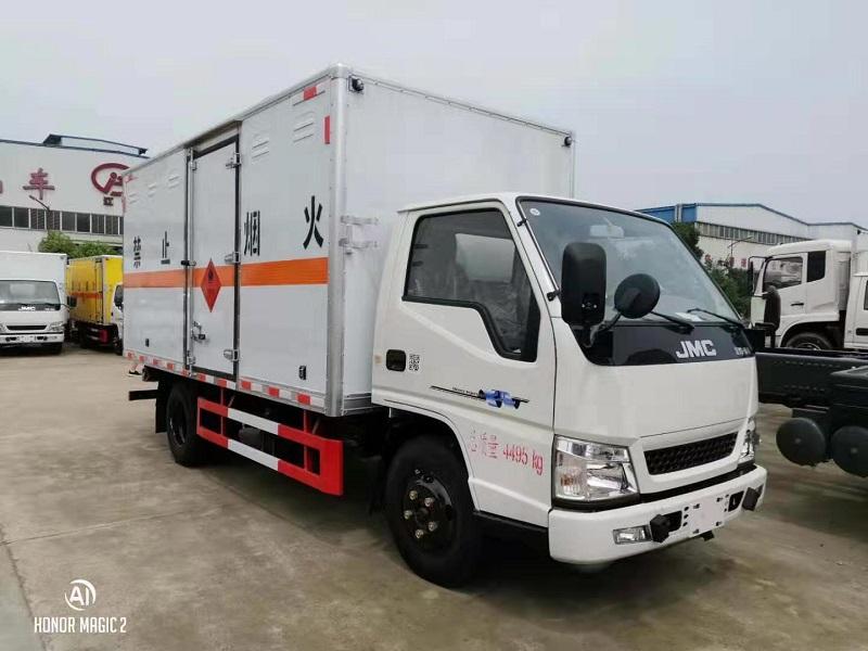 畅销款江铃4.2米危险品厢式运输车闪亮登场工厂视频