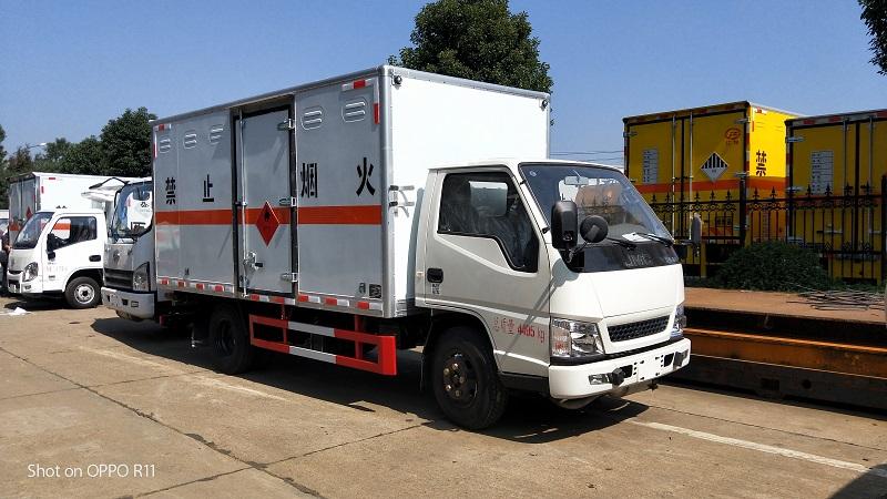 江铃4.2米危险品厢式运输车 爆破器材 易燃气体运输车