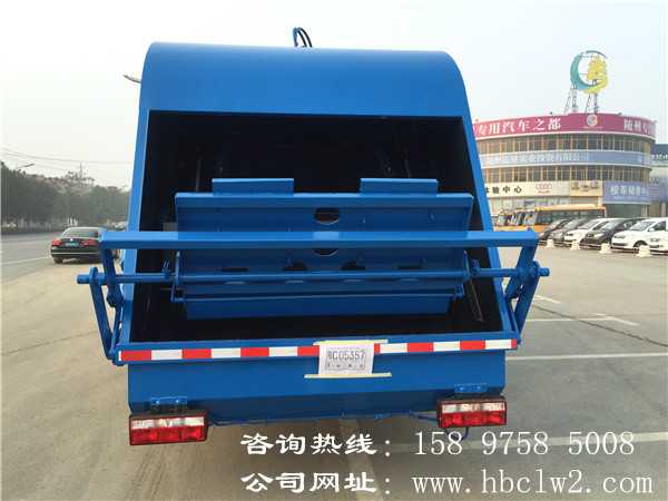 东风D913方压缩式垃圾车图片