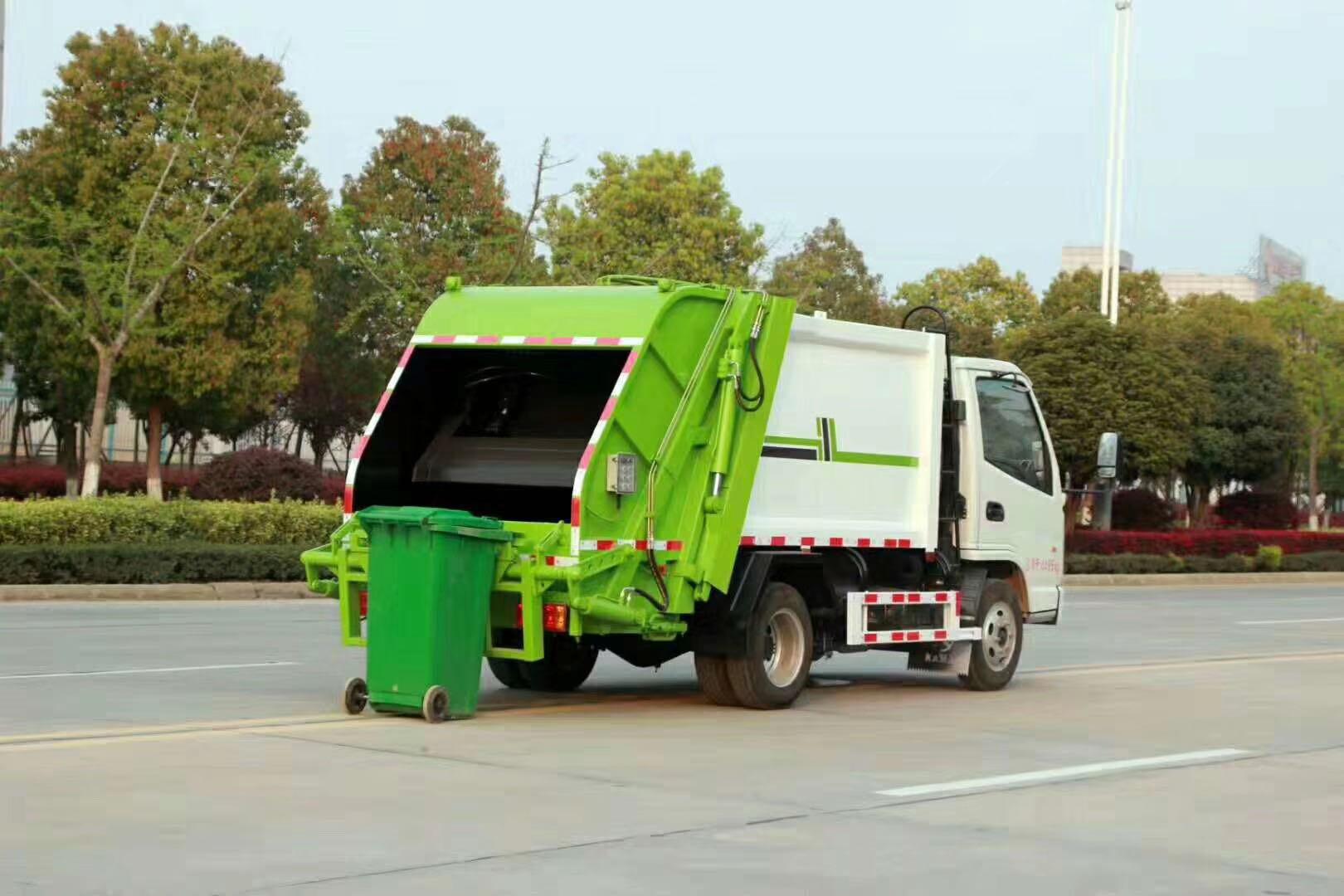 国五天锦14方压缩垃圾车,康机180马力,900钢丝胎,尾部翻转架,可以挂两个240L塑料桶