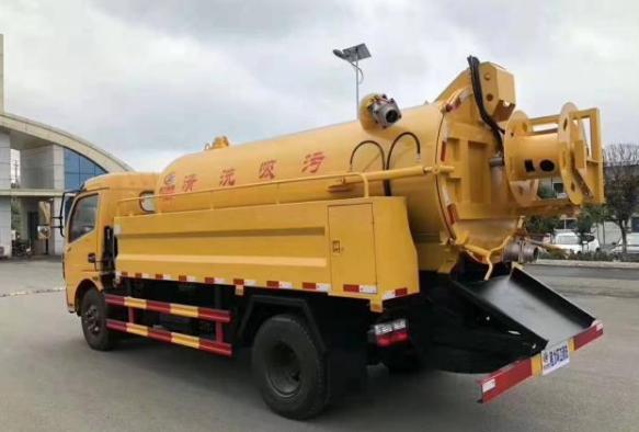 東風多利卡D7清洗吸污車(2)