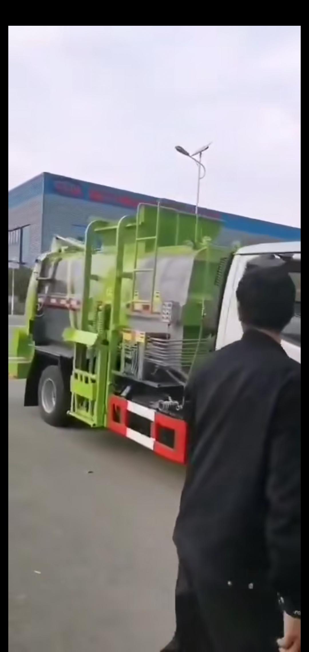东风D6多利卡5吨餐厨垃圾车视频