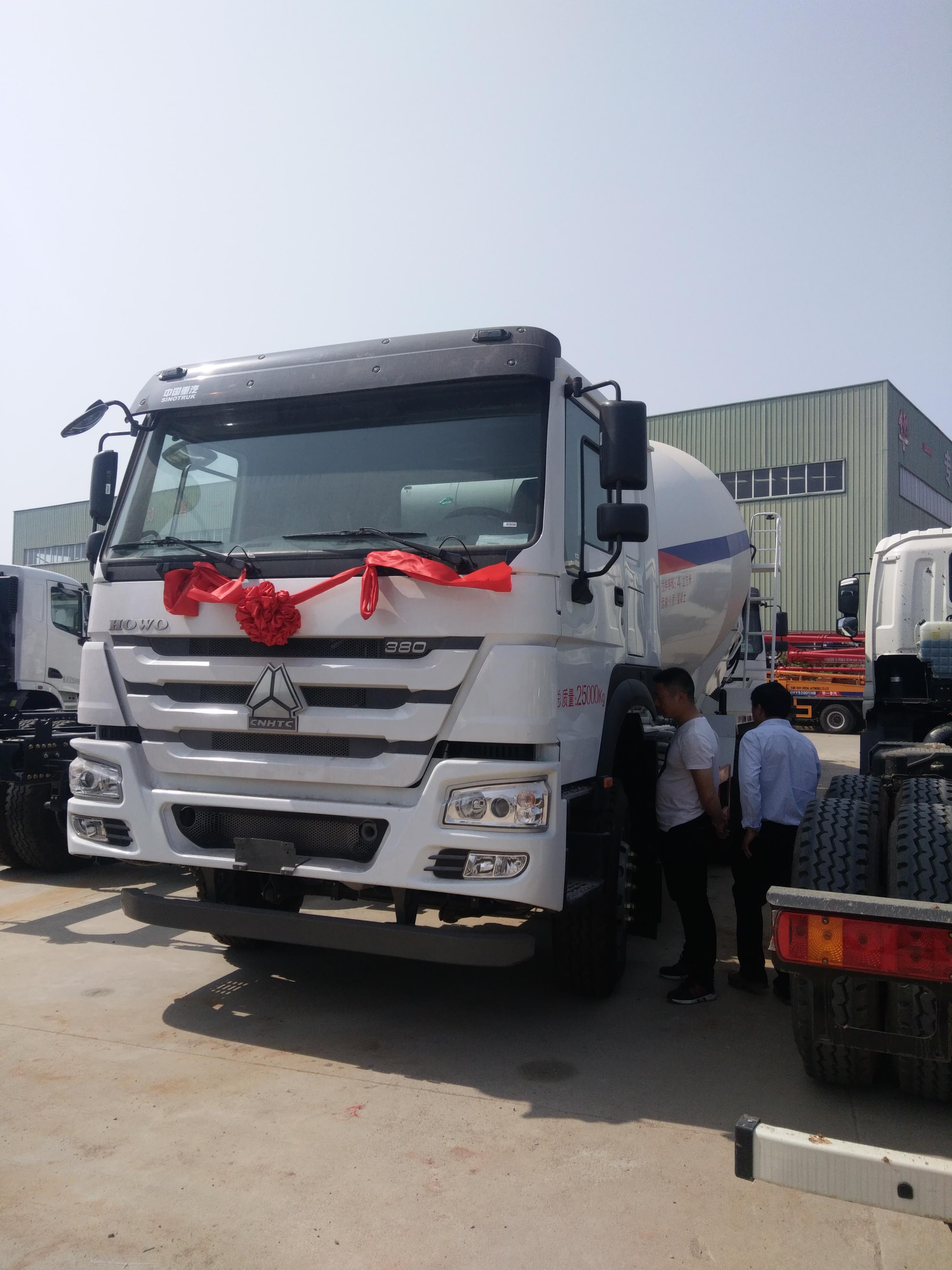 中國重汽豪沃380馬力15方攪拌運輸車視頻