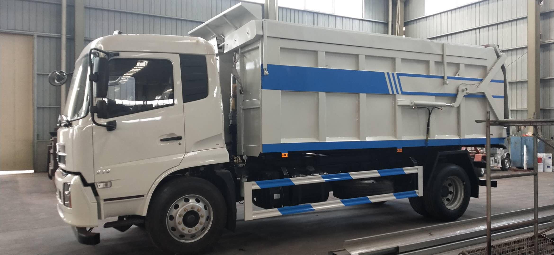 东风天锦对接垃圾车,中置双顶,压缩站配套使用车辆视频