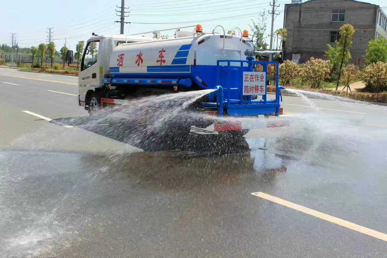 5吨东风多利卡洒水车图片