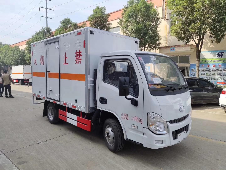 跃进小福星柴油3.3米易燃气体厢式车图片