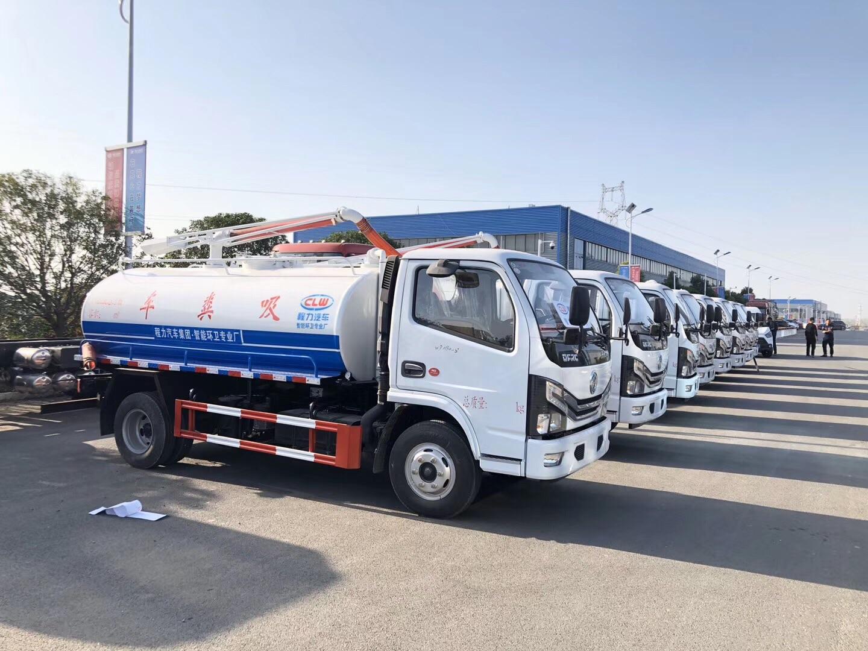 8台国六5方吸粪车发往新疆