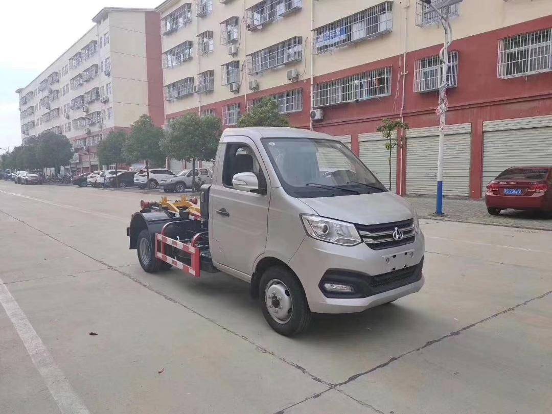 长安国六2-4方钩臂垃圾车