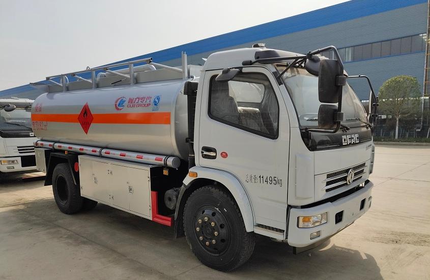 东风大多利卡9吨油罐车 (6)