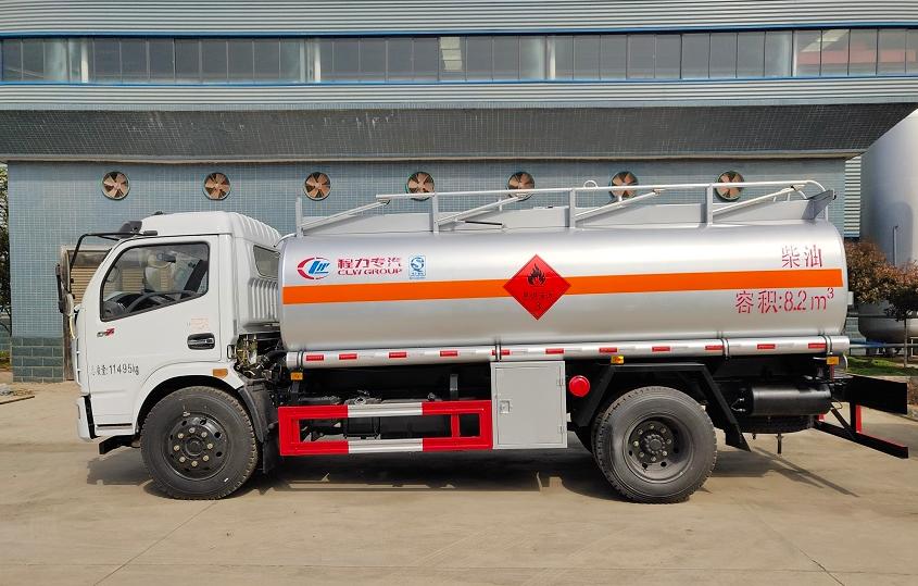东风大多利卡9吨油罐车 (2)